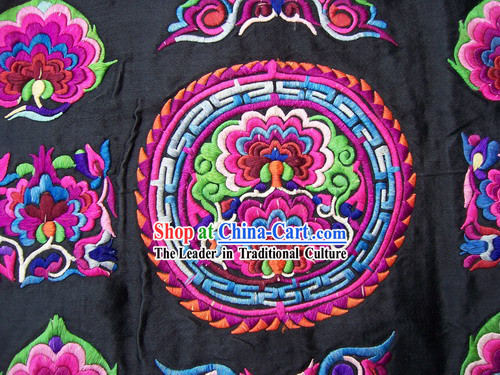 Chinese Stunning Miao Tribe Hand Embroidery Collectible Flake