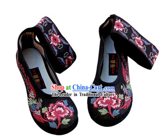 Chinese Traditional Embroidered Phoenix Shoes