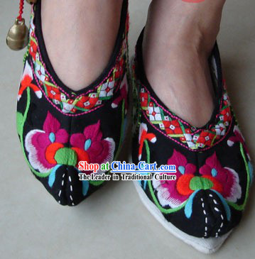 Chinese Traditional Lotus Embroidery Shoes