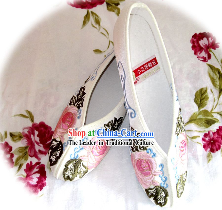 Chinese White Flower Embroidery Shoes