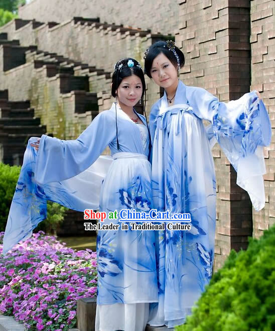 Two Ways of Wearing Hanfu Clothing for Women