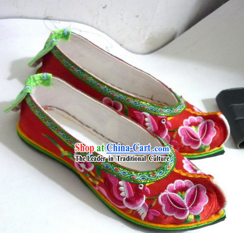 Traditional Chinese Red Wedding Embroidered Flower Shoes