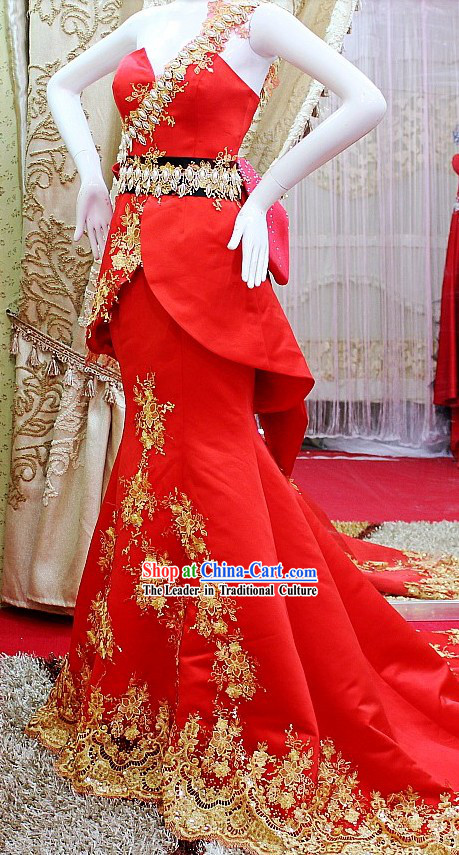 Chinese Classical Long Tail Red Royal Wedding Dress for Bride