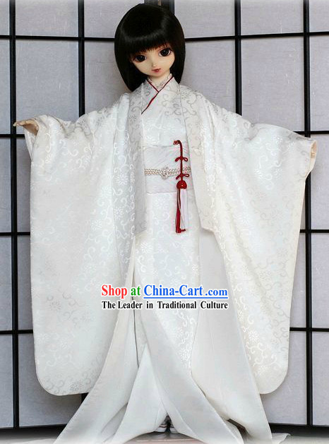 Traditional White Japanese Clothing for Ladies