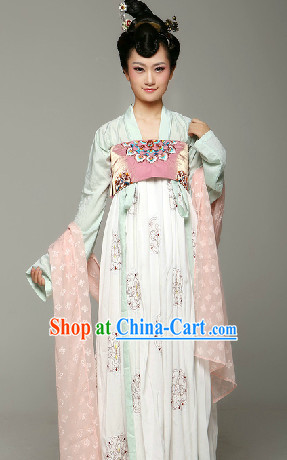 Ancient Chinese Tang Dynasty Female Clothing and Hair Accessories Complete Set