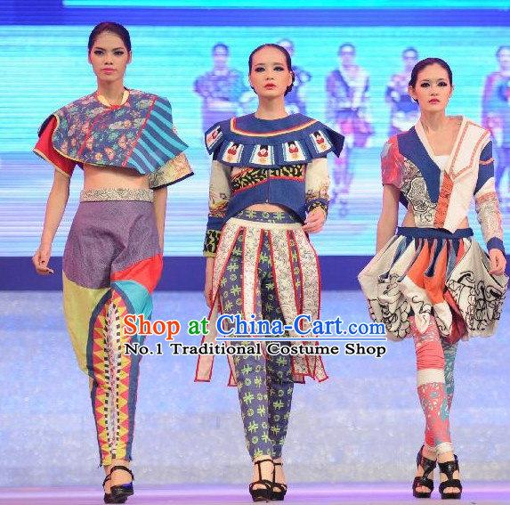 Miao Gui Zhou Ethnic China Nationality Group Dance Costumes for Women