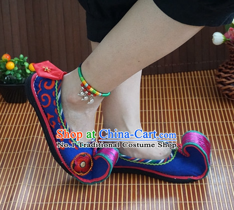 Chinese Tradiitonal Handmade Embroidered High Toe Shoes