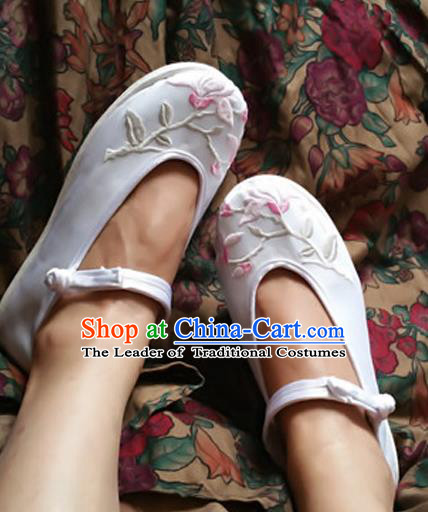 Traditional Chinese National Embroidered Shoes Handmade White Satin Shoes, China Hanfu Embroidery Flowers Shoes for Women