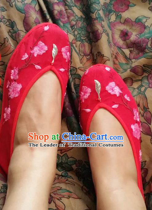 Traditional Chinese National Embroidered Shoes Handmade Bride Red Satin Shoes, China Hanfu Embroidery Peach Blossom Wedding Shoes for Women