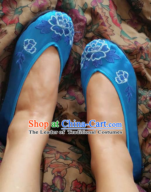 Traditional Chinese National Embroidered Shoes Handmade Bride Blue Satin Shoes, China Hanfu Embroidery Peach Blossom Wedding Shoes for Women