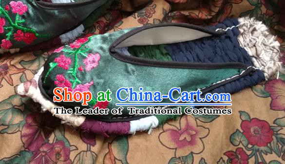 Traditional Chinese National Embroidered Shoes Handmade Bride Green Satin Slippers, China Hanfu Embroidery Peach Blossom Wedding Shoes for Women