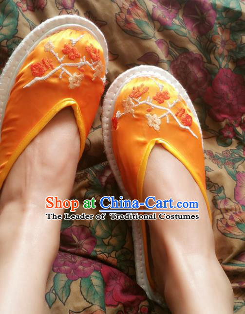 Traditional Chinese National Embroidered Shoes Handmade Bride Yellow Satin Slippers, China Hanfu Embroidery Flower Wedding Shoes for Women