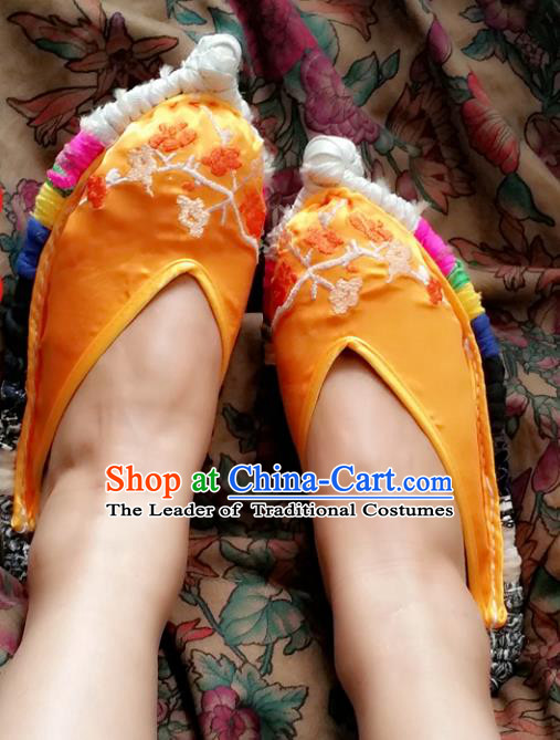 Traditional Chinese National Embroidered Shoes Yellow Satin Slippers, China Handmade Bride Hanfu Embroidery Flower Wedding Shoes for Women