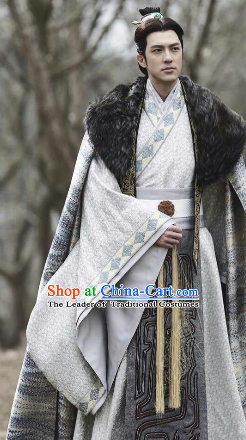 Traditional Chinese Qin Dynasty Nobility Childe Clothing, China Ancient Prince Swordsman Embroidered Costume for Men
