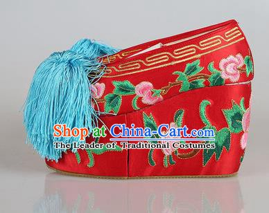 Asian Chinese Beijing Opera Actress Red Embroidered Shoes, Traditional China Peking Opera Diva Hanfu Blood Stained Shoes