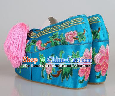 Asian Chinese Beijing Opera Actress Blue Embroidered Shoes, Traditional China Peking Opera Diva Hanfu Blood Stained Shoes