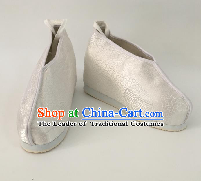 Traditional Chinese Ancient Swordsman White Satin Shoes, China Handmade Peking Opera Hanfu Embroidery Shoes for Women