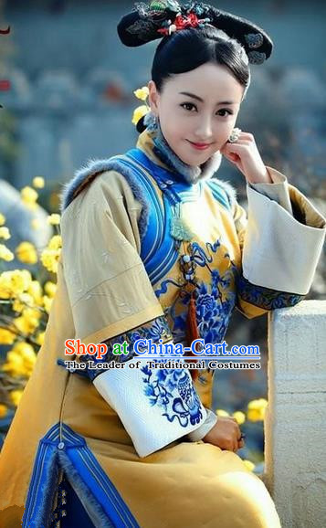 Traditional Ancient Chinese Imperial Concubine Costume, Chinese Qing Dynasty Manchu Lady Fur Dress, Cosplay Chinese Manchu Minority Princess Embroidered Yellow Clothing for Women