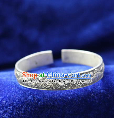 Traditional Chinese Miao Nationality Crafts Jewelry Accessory Bangle, Hmong Handmade Miao Silver Classical Chinese Double Fish Bracelet, Miao Ethnic Minority Silver Bracelet Accessories for Women