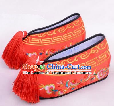 Chinese Ancient Peking Opera Young Lady Embroidered Wedding Shoes, Traditional China Beijing Opera Female Hua Tan Red Embroidered Shoes