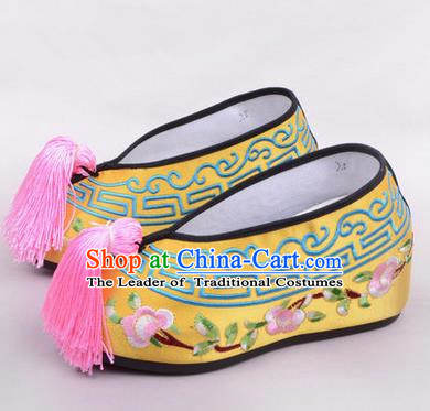 Chinese Ancient Peking Opera Young Lady Embroidered Hua Tan Shoes, Traditional China Beijing Opera Princess Wedding Yellow Embroidered Shoes