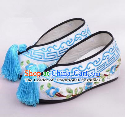Chinese Ancient Peking Opera Young Lady Embroidered Hua Tan Shoes, Traditional China Beijing Opera Princess Wedding White Embroidered Shoes