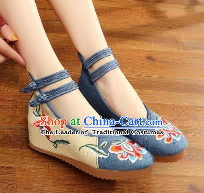 Traditional Chinese National Hanfu Wedding Blue Embroidered Shoes, China Princess Embroidery Peony Shoes for Women