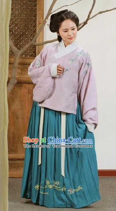 Chinese Ancient Princess Traditional Ming Dynasty Palace Lady Embroidered Costume for Women