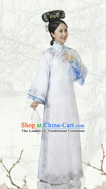 Chinese Ancient Qing Dynasty Manchu Kangxi Imperial Concubine Embroidered Historical Costume for Women
