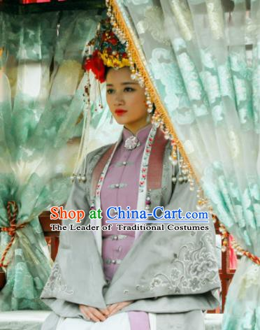 Chinese Ancient Ming Dynasty Courtesan Embroidered Costume for Women