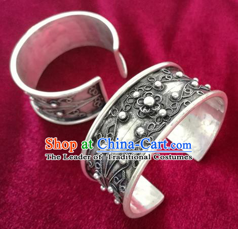 Handmade Chinese Miao Nationality Solid Flower Bracelet Traditional Hmong Sliver Bangle for Women