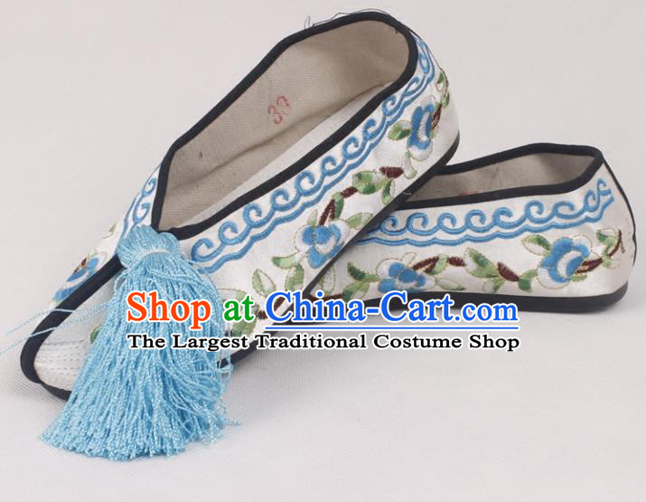 Chinese Traditional Beijing Opera Hanfu White Embroidered Shoes Peking Opera Diva Blood Stained Shoes for Women