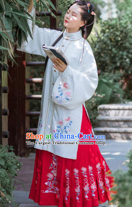 Chinese Traditional Ancient Princess Embroidered Hanfu Dress Ming Dynasty Historical Costume for Women