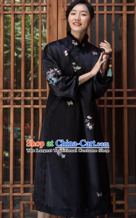 Traditional Chinese National Graceful Embroidered Black Silk Cheongsam Tang Suit Qipao Dress for Women