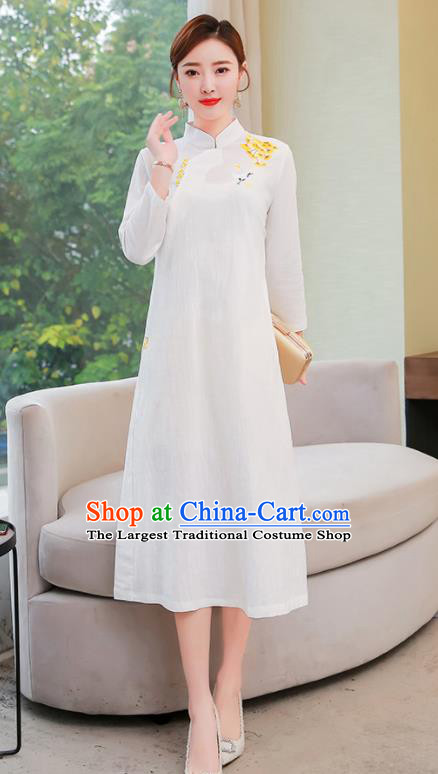 Chinese Traditional Compere Embroidered White Cheongsam Costume China National Qipao Dress for Women