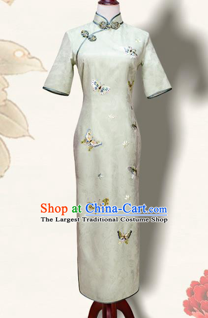 China Traditional Embroidered Cheongsam Costume Embroidery Butterfly Light Green Silk Qipao Dress