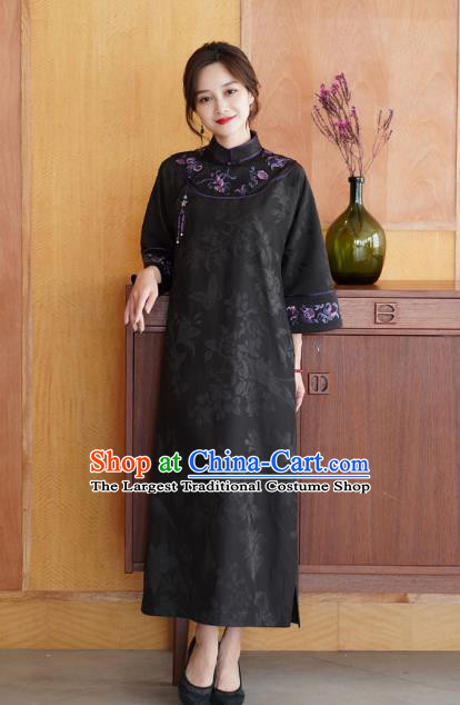 China Classical Embroidered Black Silk Cheongsam Costume National Young Beauty Stand Collar Qipao Dress