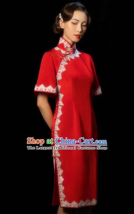 China Traditional Minguo Young Woman Red Qipao Dress Classical Wedding Bride Stand Collar Cheongsam
